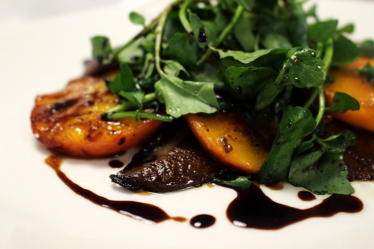 peaches balsamic arugula