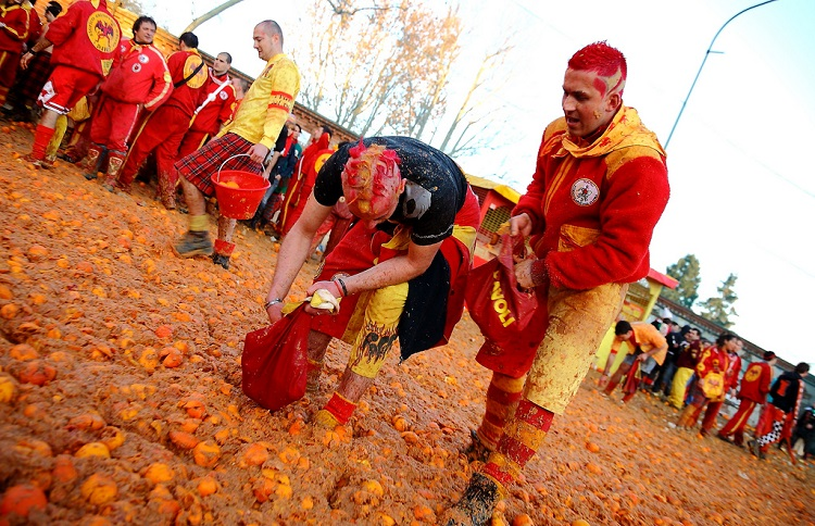 carnevale battle of the oranges