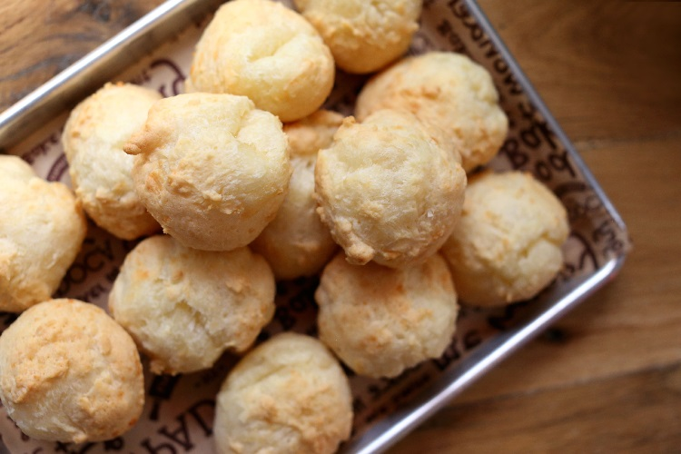 eataly-downtown-padoca-bakery-collaboartion-pao-de-queijo-tray-fresh