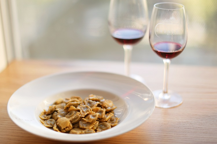 eataly-bottoms-up-agnolotti-del-plin-red-wine-glasses
