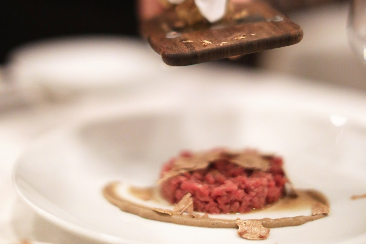 eataly-flatiron-manzo-carne-cruda-white-truffle-close-up
