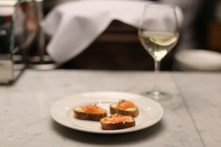 prosecco salmon crostini wine