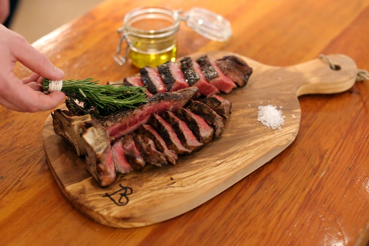 eataly-flatiron-manzo-bistecca-side-angle-wood-table-steak