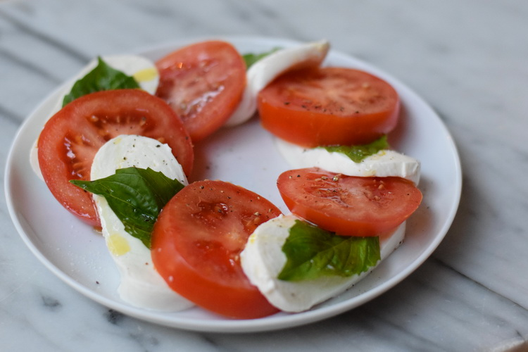 eataly-caprese-tomatoes-mozzarella-basil-whole-plate-web