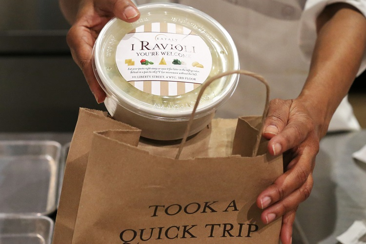eataly-downtown-i-ravioli-to-go-container-hands