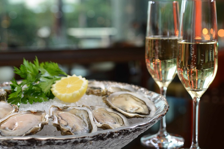 sparkling wine and oysters prosecco