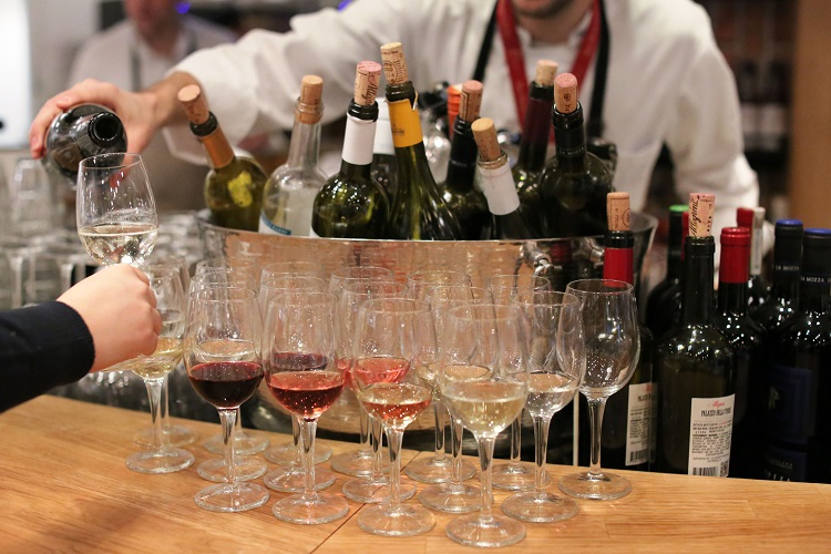 eataly-downtown-wine-tasting-pouring-3[1][2]