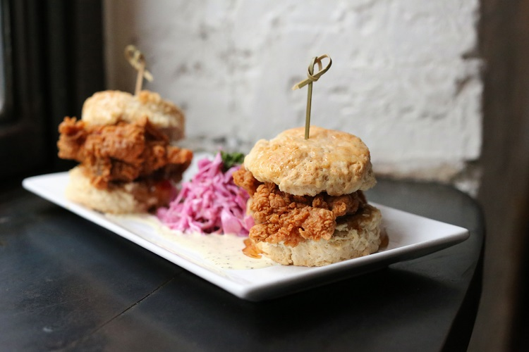 eataly-flatiron-manzo-new-york-to-new-york-chef-janine-booth-fried-chicken-biscuit-horizontal
