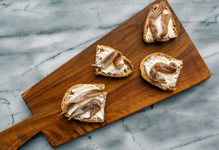 Bread with butter and anchovies - Eataly Magazine recipe