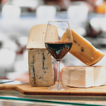 Guide to Wine and Cheese Pairings