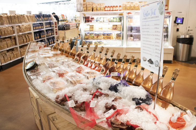 Oysters, wine and seafood to go at Eataly NYC Downtown
