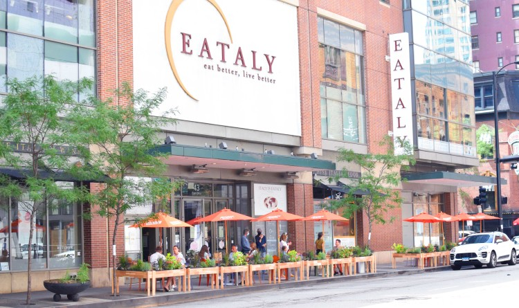 Patio_front-of-store_02