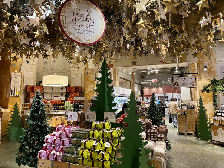 panettone and christmas gifts at Eataly